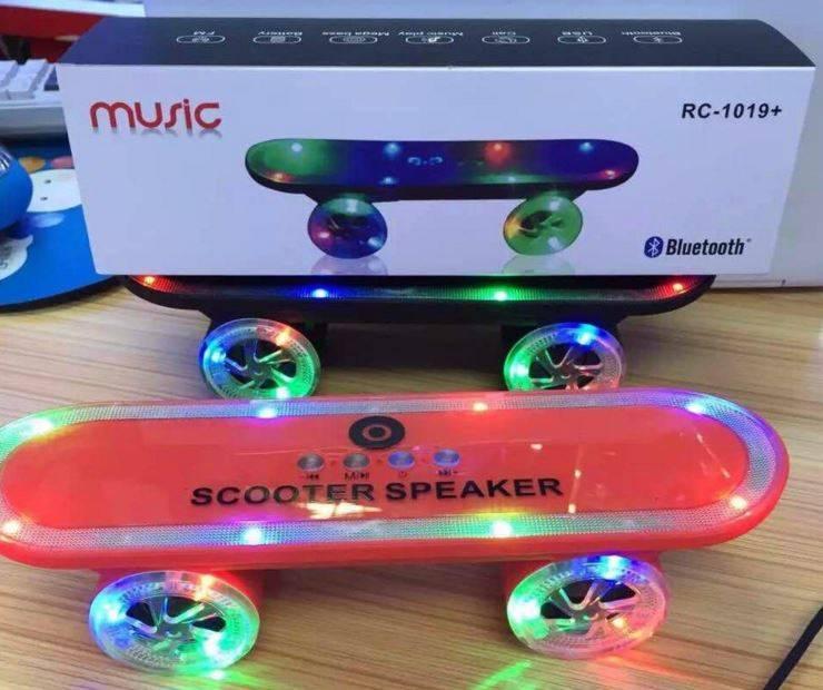 Trådlösa bluetooth högtalare, skateboard med LED-ljus